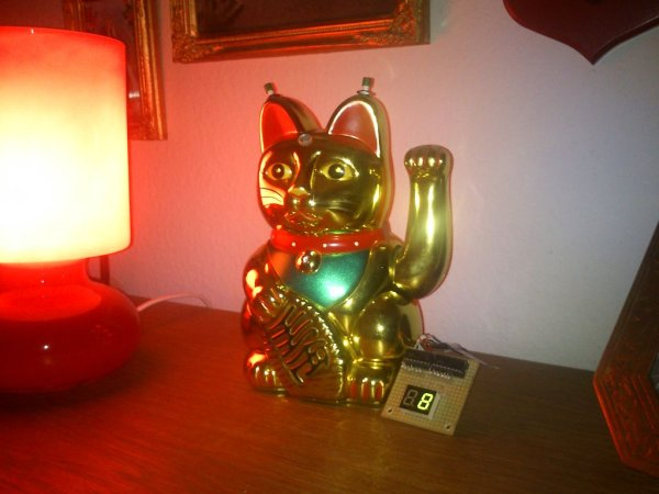 Arduino powered Lucky Cat as physical Webcounter