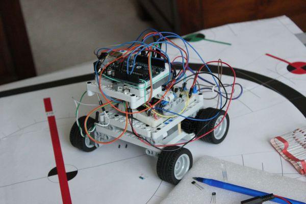 AAA Robot (Autonomous Analog Arduino)
