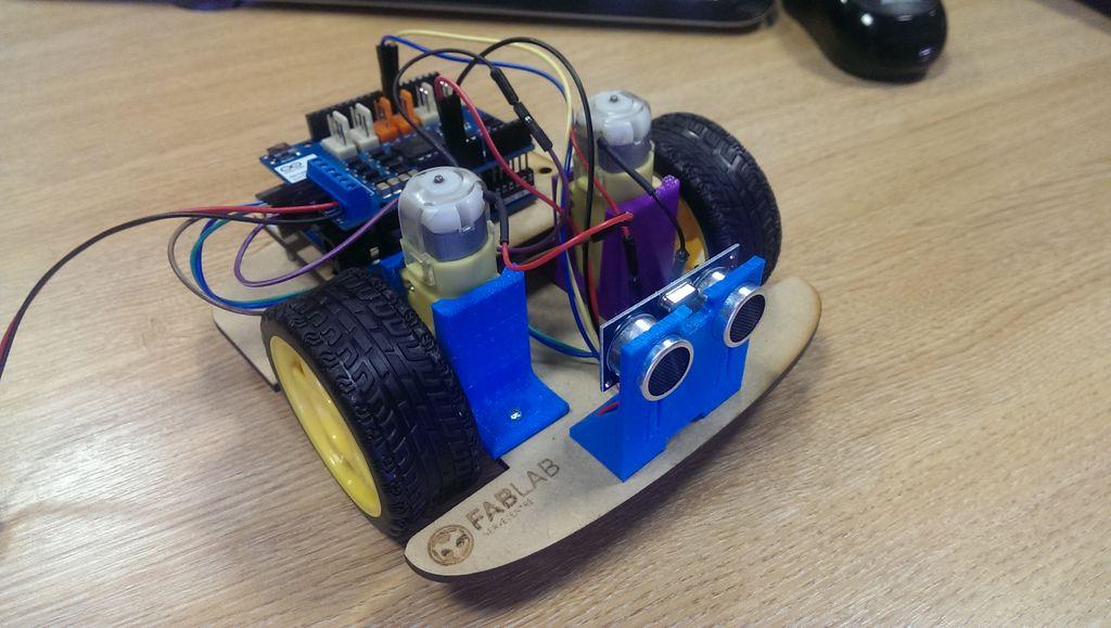 Arduino wall avoiding robot