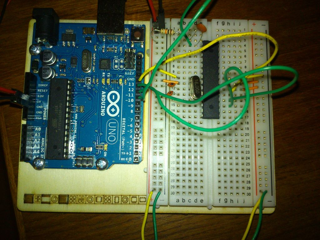 Bitcoin Price Ticker (almost) from scratch using Arduino as ISP circuit