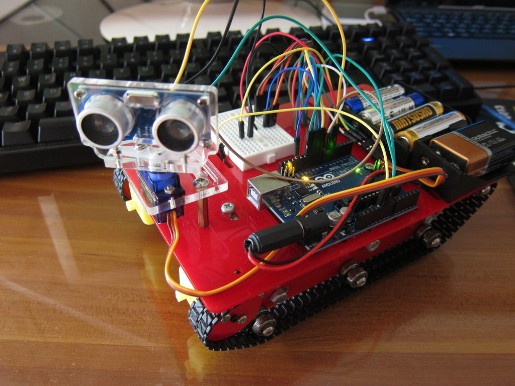 Smart Tank Chassis with Ultrasonic Sensor