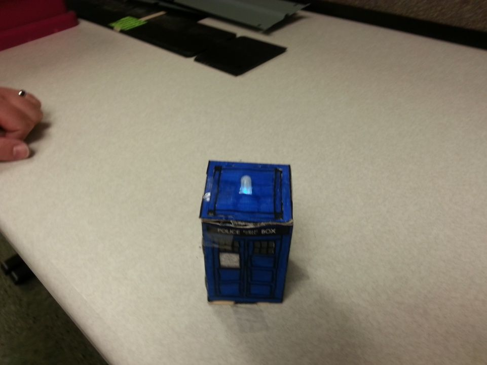 Spinning Tardis with blinking LED (Powered by littleBits) using Arduino