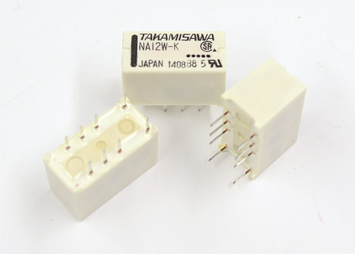 Does a universal signal relay exist