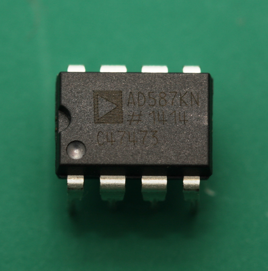 Analog Devices AD587KN 10V reference chip