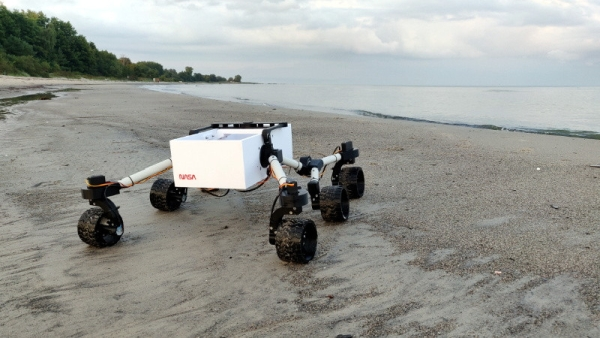 3D PRINTED ROVER ENJOYS LONG WALKS ON THE BEACH
