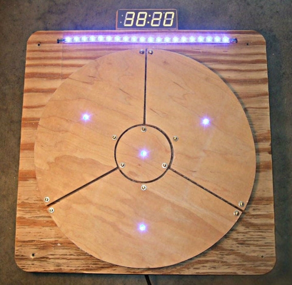 Das-Blinken-Bonken-an-Arduino-Ball-Throwing-Game-Platform.