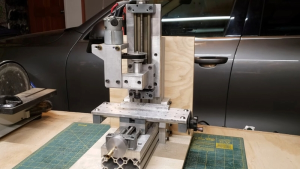 A-DIY-BENCH-SIZED-MILLING-MACHINE