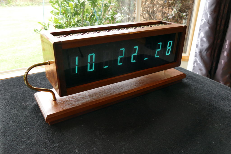 CAPTIVATING-CLOCK-TELLS-TIME-WITH-TALL-TUBES