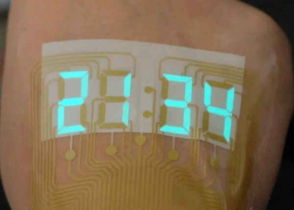 Stretchable-electroluminescent-stopwatch-display-sits-like-a-tattoo-on-your-skin