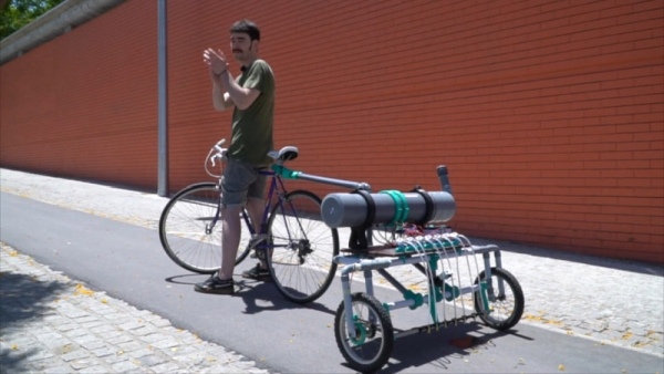 MESSAGE-IN-A-BOTTLE-BICYCLE-TRAILER-ON-A-MISSION