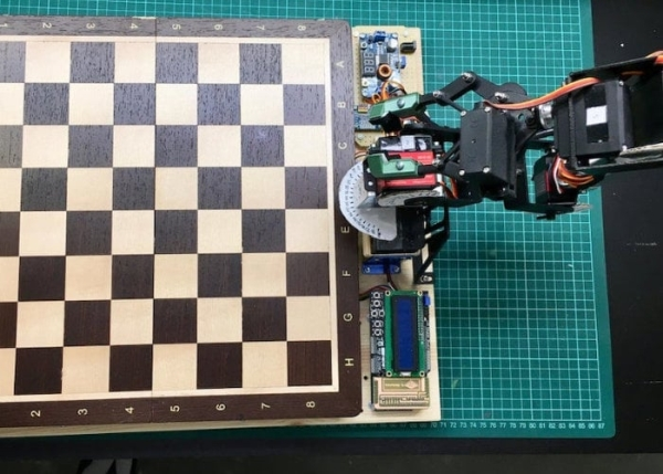 Arduino controlled robot arm precise enough to play chess